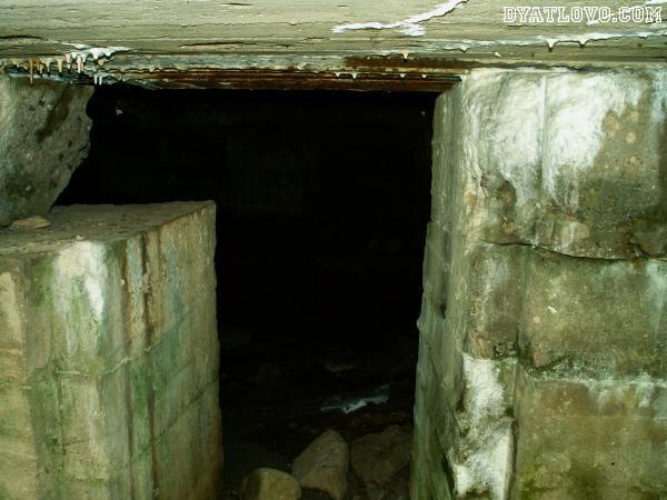 Вход в бункер около д.Дворец